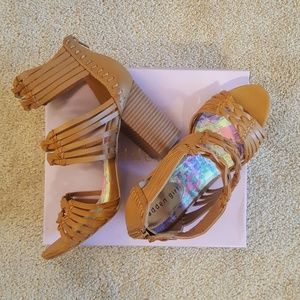 MADDEN GIRL REVVY TAN SANDALS